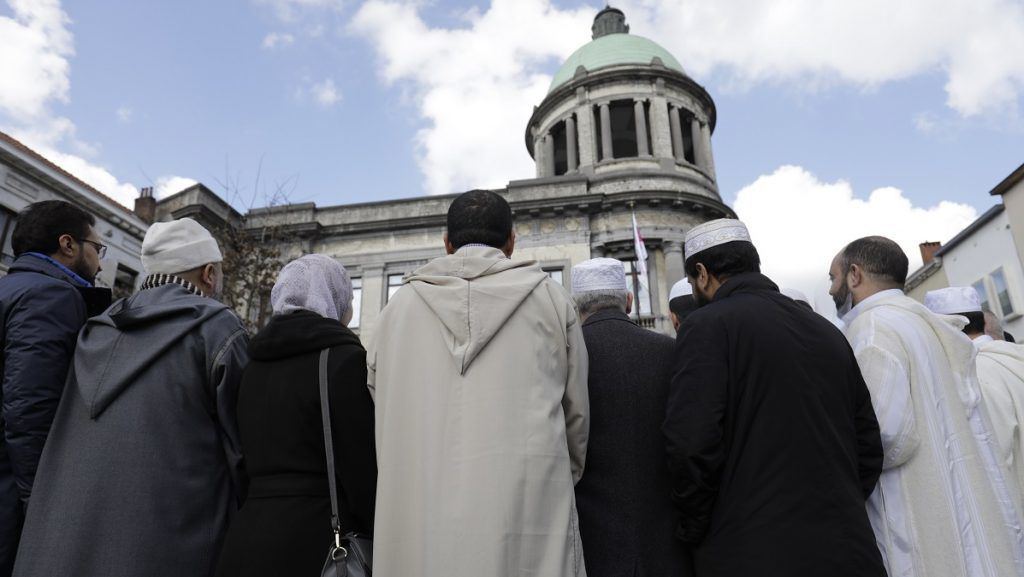 People pictured at the Sint-Jans-Molenbeek - Molenbeek-Saint-Jean city hall, for the start of a 'walking march' from different suburbs towards the 'Bourse - Beurs' stock market building in the city centre of Brussels to commemorate the victims of last year's terrorist attacks, Wednesday 22 March 2017. On March 22 2016, 32 people were killed and 324 got injured in suicide bombings at Brussels airport and the Brussels' subway. BELGA PHOTO THIERRY ROGE
