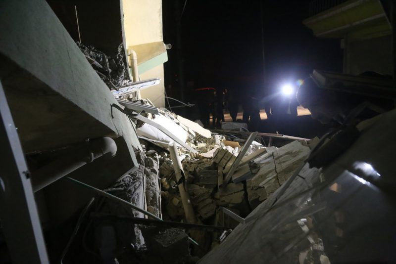 SULAYMANIYAH, IRAQ - NOVEMBER 12: Damaged buildings are seen  after a 7.3 magnitude earthquake hit northern Iraq in Derbendihan district of  Sulaymaniyah, Iraq on November 12, 2017. An earthquake measuring 7.3 on the Richter scale rocked northern Iraq and Iran, the U.S. Geological Survey said on Sunday evening. At least 61 people were killed and more than 300 others injured in Iran's border areas, according to information provided by the concerned authorities, said Iran's semi-official Fars News Agency. Feriq Fereçc / Anadolu Agency