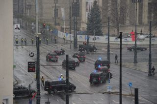 Budapest, 2017. november 29. A kínai miniszterelnök konvoja Budapesten, a Hõsök terén 2017. november 29-én. MTI Fotó: Balogh Zoltán