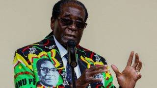 (FILES) This file photo taken on December 17, 2016 shows Zimbabwe President Robert Mugabe speaking at the party's annual conference on December in Masvingo. Mugabe was removed as the ZANU-PF party leader, according to party delegate on November 19, 2017.  / AFP PHOTO / Jekesai NJIKIZANA