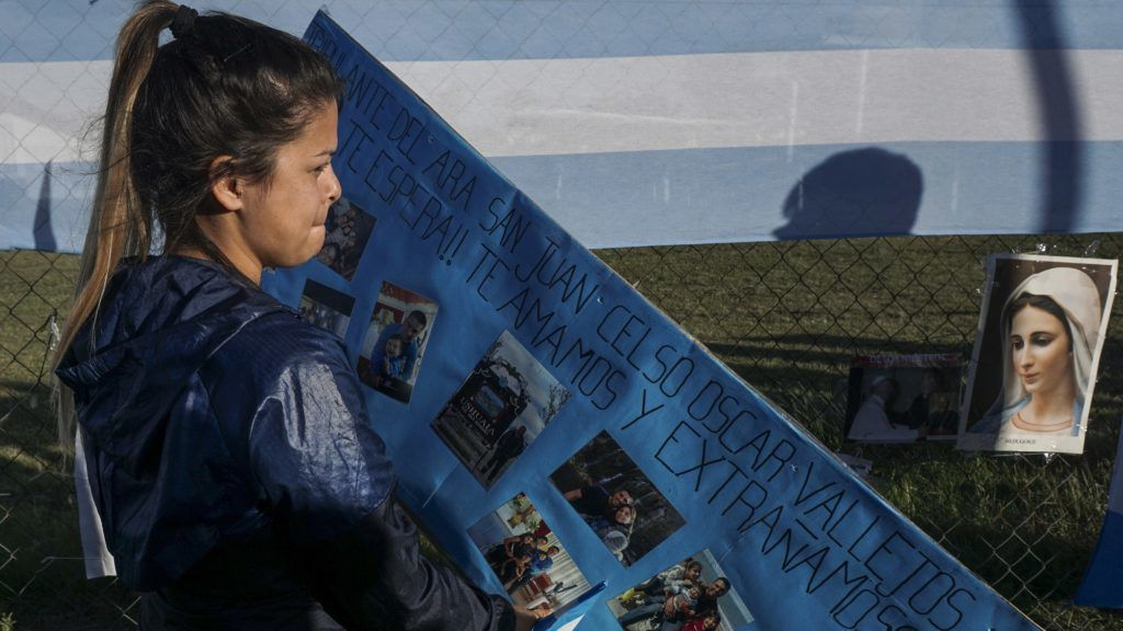 Malvina Vallejos, sister of missing submariner Celso Oscar Vallejos hangs a supportive message for the 44 crew members of Argentine missing submarine outside Argentina's Navy base in Mar del Plata, on the Atlantic coast south of Buenos Aires, on November 21, 2017.  An international search mission for the missing Argentine ARA San Juan submarine entered its sixth day Tuesday as uncertainty over the fate of its 44 crew members gave way to rising anguish for families troubled by earlier false hopes. / AFP PHOTO / EITAN ABRAMOVICH