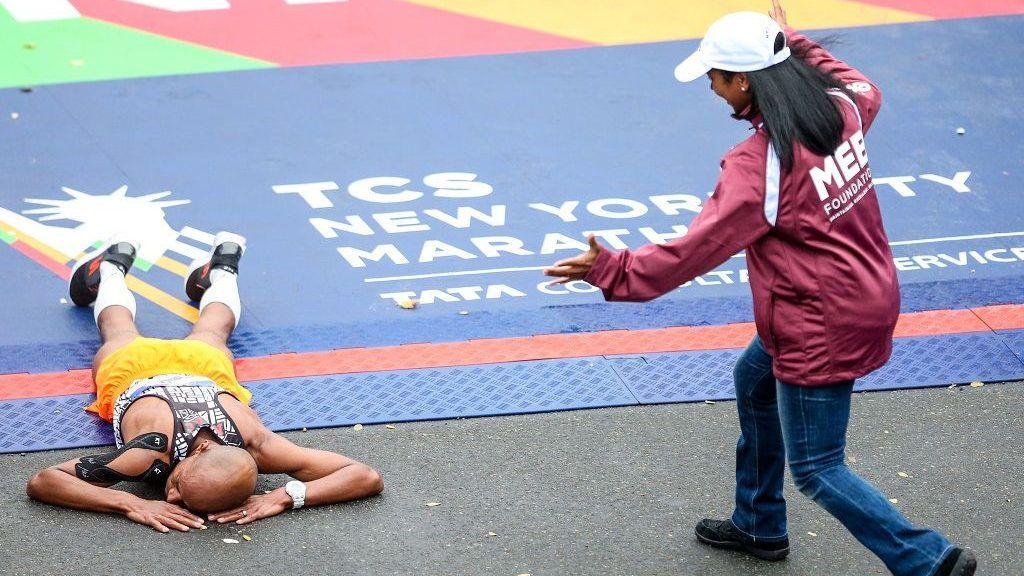 American marathoner Meb Keflezighi at the New York International Marathon in the United States this Sunday, 05. (PHOTO: WILLIAM VOLCOV/BRAZIL PHOTO PRESS)