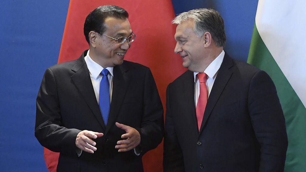 Budapest, 2017. november 28.Orbán Viktor miniszterelnök (j) és Li Ko-csiang kínai kormányfő a tárgyalásukat követően tartott sajtótájékoztatón az Országházban 2017. november 28-án.MTI Fotó: Kovács Tamás