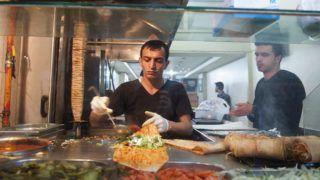 Konya, 2014. december 9. Döner kebab készül egy falatozóban, a törökországi Konyában 2014. december 9-én. MTI Fotó: Cseke Csilla