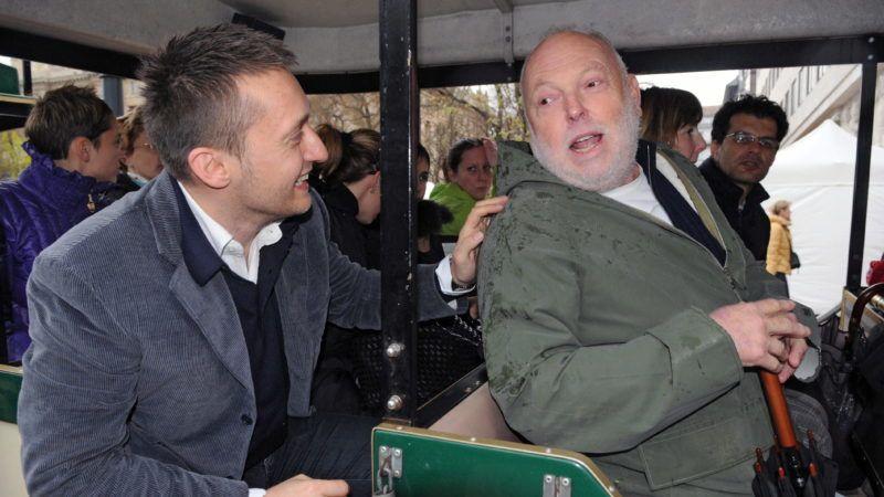 Budapest, 2010. április 5. Rogán Antal kerületi polgármester (b) és Andrew G. Vajna producer beszélget egy kisvonaton a Belváros új, az V. kerületi Kálvin teret a Szabadság térrel összekötõ fõutcájának felavatásán az Egyetem téren. MTI Fotó: Honéczy Barnabás