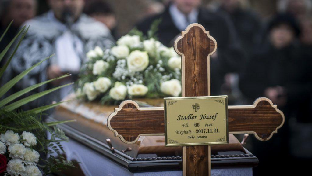 Akasztó, 2017. november 25. Stadler József koporsója az akasztói temetõben 2017. november 25-én. Az egykori vállalkozó hatvanhat éves korában november 21-én hunyt el. MTI Fotó: Ujvári Sándor