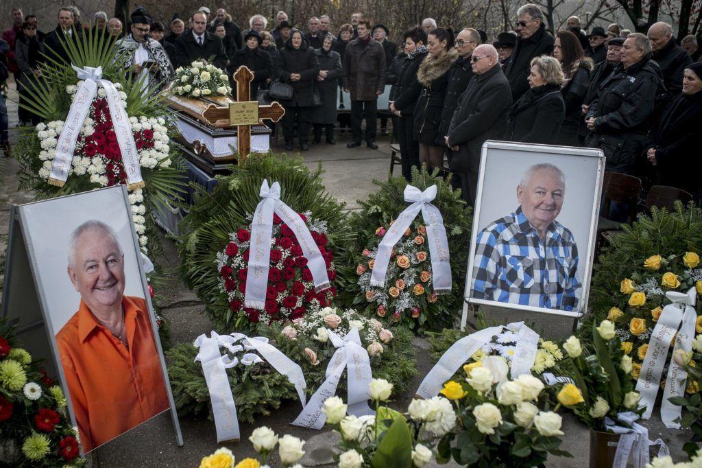 Akasztó, 2017. november 25. Stadler József temetése az akasztói temetõben 2017. november 25-én. Az egykori vállalkozó hatvanhat éves korában november 21-én hunyt el. MTI Fotó: Ujvári Sándor