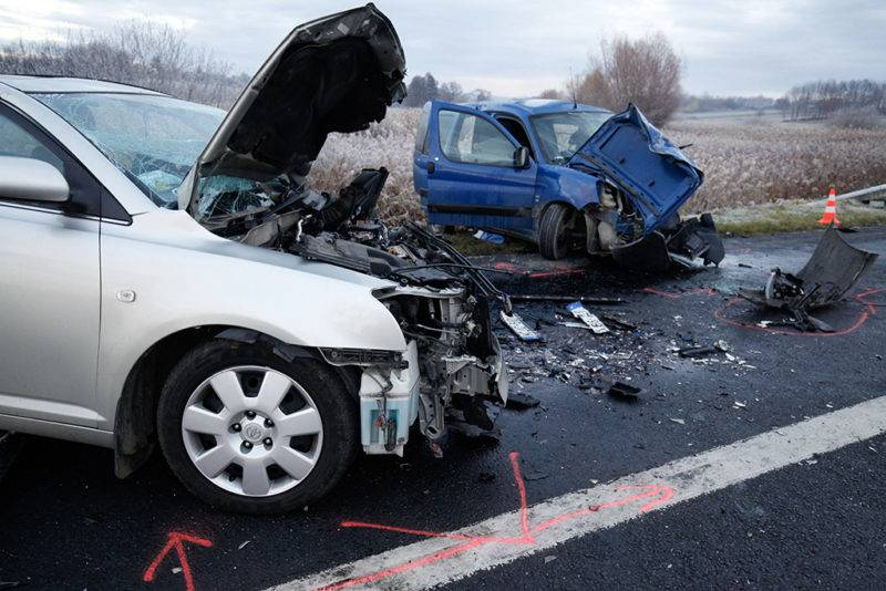 Rigyác, 2017. november 20.Frontális ütközésben összetört személygépkocsik a 7-es főúton Rigyác külterületén 2017. november 20-én. A balesetben egy ember meghalt, kettőt kórházba vittek.MTI Fotó: Varga György