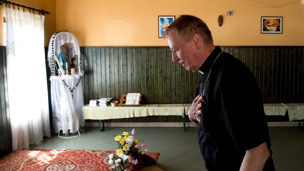 Csévharaszt, 2017. június 25.Beer Miklós váci megyés püspök egy kocsmából kialakított kápolna felszentelésén Csévharaszton, a Váci Egyházmegyei Találkozón 2017. június 24-én.MTI Fotó: Koszticsák Szilárd