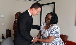 Abidjan, 2017. november 29. A Külgazdasági és Külügyminisztérium (KKM) által közreadott képen Pelonomi Venson-Moitoi botswanai külügyminiszter (j), valamint Szijjártó Péter külgazdasági és külügyminiszter találkozója az Európai Unió és Afrikai Unió ötödik csúcstalálkozóján Abidjanban 2017. november 30-án. MTI Fotó: KKM