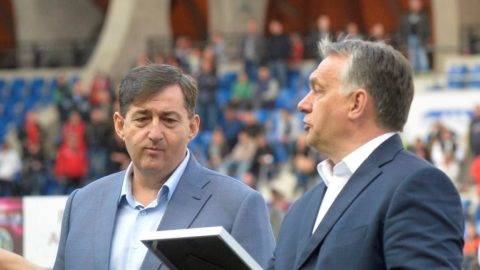 Kiemelt kép: Mészáros Lőrinc felcsúti polgármester, a Gong Rádió új tulajdonosa és Orbán Viktor miniszterelnök. Fotó: MTI/archív