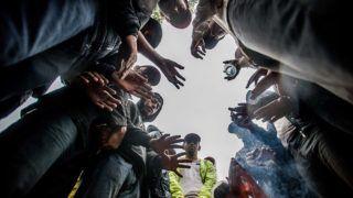 Horgos, 2016. július 26.Éhségsztrájkot folytató migránsok a szerb-magyar határ közelében Horgosnál 2016. július 26-án. Két nappal korábban 130 migráns érkezett gyalog Belgrádból Horgosra, akik közül július 25-én mindössze negyvenen folytattak éhségsztrájkot a tranzitzóna közelében, hogy Magyarország megnyissa a határt előttük.MTI Fotó: Balogh Zoltán