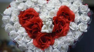 Debrecen, 2014. február 14.Szívet mintázó dekoráció egy debreceni üzlet kirakatában 2014. február 13-án. Február 14. Szent Bálint, avagy Valentin napja, a szerelmesek ünnepe, amikor az emberek világszerte virággal, apró ajándékokkal lepik meg kedvesüket, szeretteiket.MTI Fotó: Czeglédi Zsolt