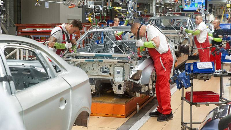 Győr, 2017. május 23.Szakemberek dolgoznak az Audi Hungária Zrt. győri karosszériaüzemében 2017. május 23-án.MTI Fotó: Krizsán Csaba