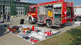 Budapest, 2016. szeptember 15.Hazai gyártású, Rába R-16 típusú tűzoltógépjárművek az átadáson a BM Heros Zrt. X. kerületi járműgyárában 2016. szeptember 15-én.MTI Fotó: Lakatos Péter