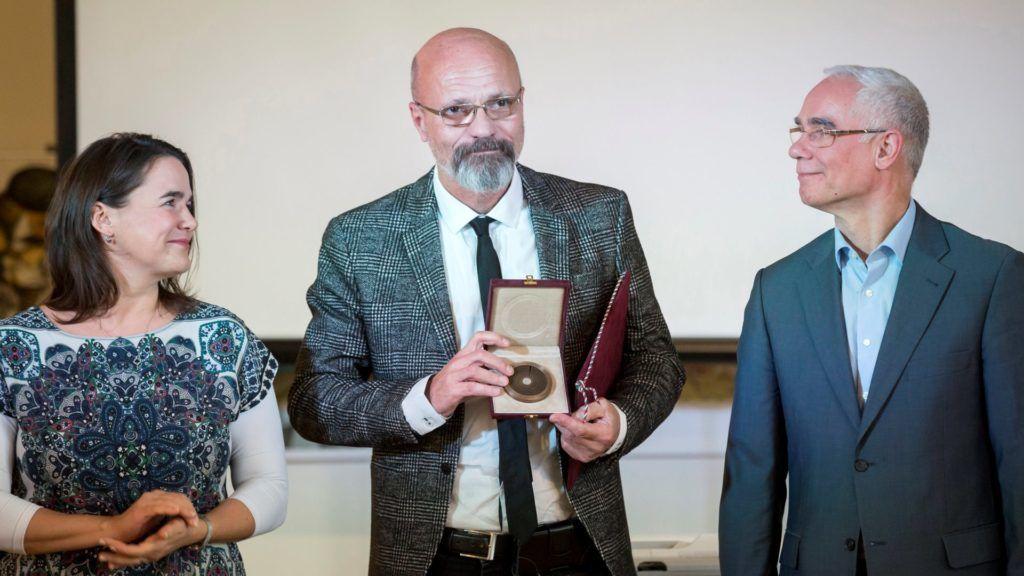 Zacher Gábor toxikológus és Lendvai Zoltán plábános kapta a Magyar Fiatalokért díjat