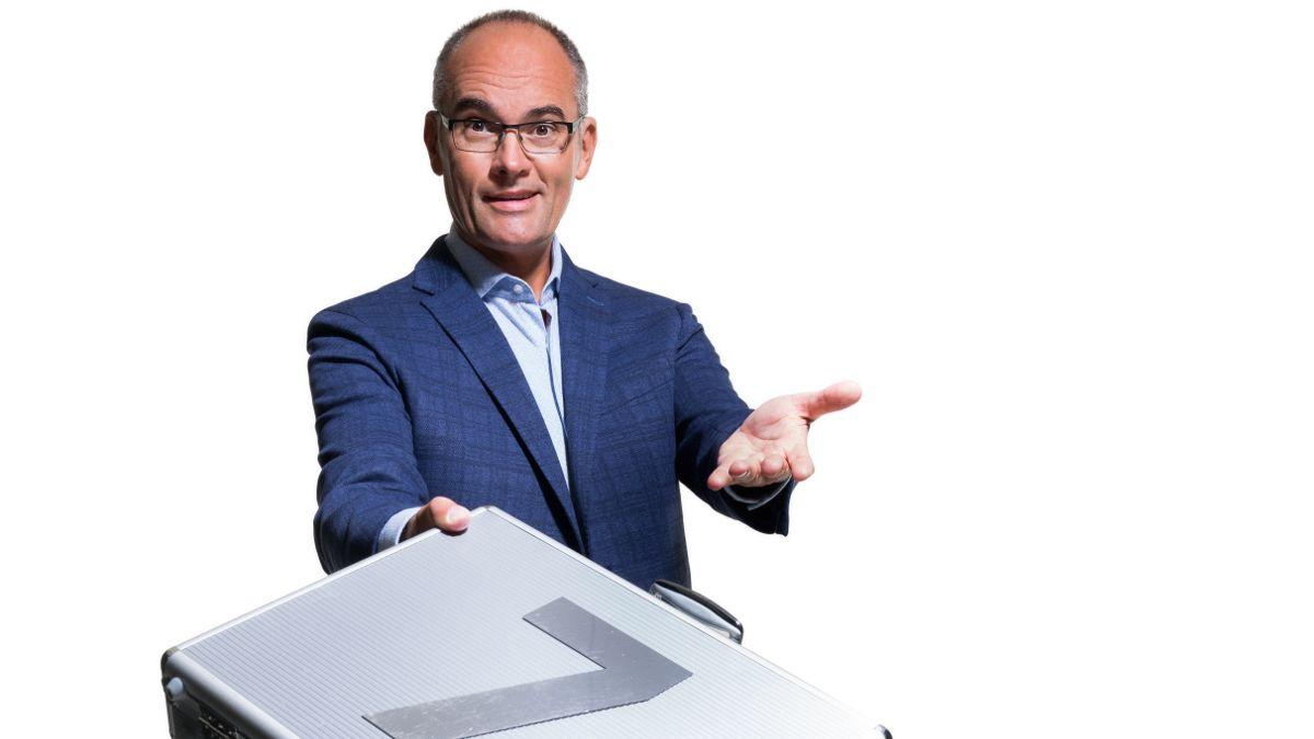 Gundel Takács Gábor, a TV2 Áll az alku című műsorának műsorvezetőjeként