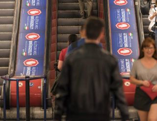 Budapest, 2017. április 4.A magyar kormány Állítsuk meg Brüsszelt! című nemzeti konzultációját hirdető plakátok Budapesten, a metró Deák téri állomásán 2017. április 4-én.MTI Fotó: Szigetváry Zsolt
