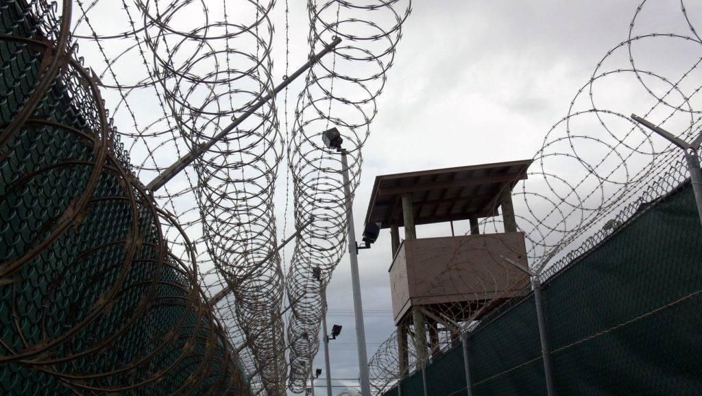 Guantánamó, 2011. február 24. Õrtorony és szögesdrót a guantánamói fogolytábor közepes biztonsági fokozatú VI. táborában. A 2011. február 15-én készült kép illusztráció az MTI-Press szerkesztõség Guantánamo: most és mindörökké - Obama betarthatatlan ígérete címû írásához. MTI Fotó: Pogár Demeter