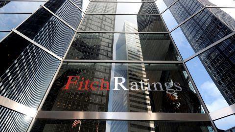 New York, 2012. január 6. A Fitch Ratings nemzetközi hitelminõsítõ New York-i  irodájáról készült kép 2011. december  8-án. A Fitch Ratings 2012. január 6-án megvonta a befektetési ajánlású államadós-osztályzatot Magyarországtól. A besorolás az eddigi BBB mínuszról BB pluszra változott. A múlt év végén a Moody's Investors Service és a Standard & Poor's is ebbe az osztályzati sávba sorolta át Magyarországot. (MTI/EPA/Justin Lane)