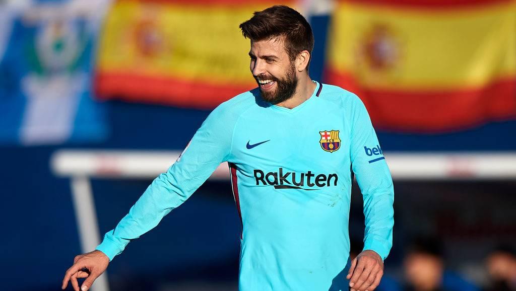LEGANES, SPAIN - NOVEMBER 18:  Gerard Pique of Barcelona reacts during the La Liga match between Leganes and Barcelona at Estadio Municipal de Butarque on November 18, 2017 in Leganes, Spain.  (Photo by fotopress/Getty Images)