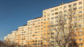 """Budapest, 2015. december 30. A """"Panel-program 2"""" keretében felújított, huszadik századi panelházak a fõváros III. kerületében, a Flórián téren. MTVA/Bizományosi: Faludi Imre  *************************** Kedves Felhasználó! Ez a fotó nem a Duna Médiaszolgáltató Zrt./MTI által készített és kiadott fényképfelvétel, így harmadik személy által támasztott bárminemû – különösen szerzõi jogi, szomszédos jogi és személyiségi jogi – igényért a fotó készítõje közvetlenül maga áll helyt, az MTVA felelõssége e körben kizárt."""