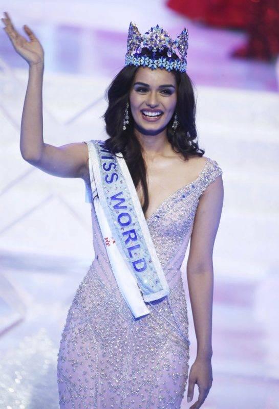 Szanja, 2017. november 19. Az indiai Manusi Cshillar koronával a fején, miután gyõzött a Miss World nemzetközi szépségversenyen a dél-kínai Hajnan-szigeten lévõ Szanja tengerparti üdülõhelyen 2017. november 18-án. (MTI/AP/Color China)
