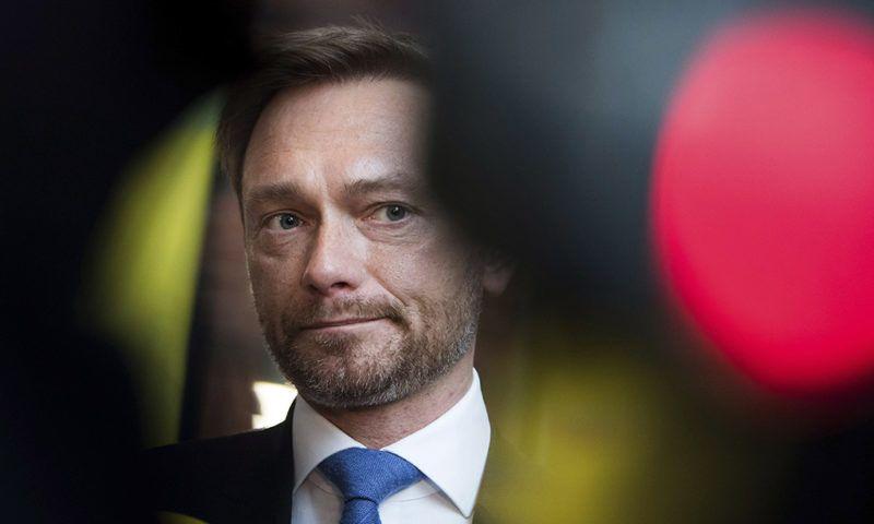 Berlin, 2017. november 20.Christian Lindner, a német Szabaddemokrata Párt (FDP) elnöke a párt elnökségi ülésére érkezik Berlinben 2017. november 20-án. Az éjjel az FDP kivonult a kormányalakítási tárgyalásokról, és ezzel kudarcba fulladtak a négypárti koalíciós egyeztetések. (MTI/AP//DPA/Bernd von Jutrczenka)
