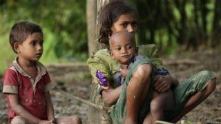 Teknaf, 2017. szeptember 12. Mianmari rohingja gyerekek kevéssel az érkezésük után a határ közelében fekvõ bangladesi Teknaf térségében 2017. szeptember 12-én. Az ENSZ legfrissebb jelentése szerint a rohingja muszlim kisebbség 370 ezer tagja menekült a szomszédos Bangladesbe az arakáni erõszakhullám augusztus 25-i kezdete óta. A menekültek fele rögtönzött szálláshelyeken tartózkodik, a többiek hivatalos menekülttáborokban, egy részüket pedig helyi közösségek fogadták be. (MTI/EPA/Abir Abdullah)