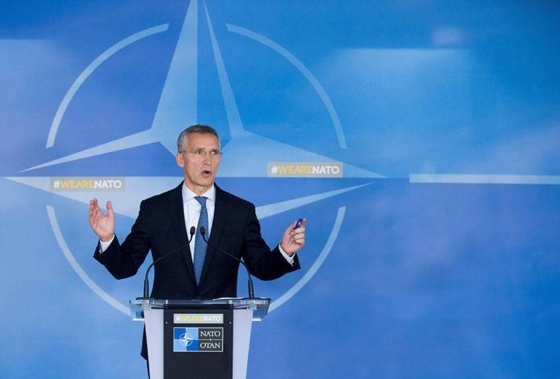 Brüsszel, 2017. október 26.Jens Stoltenberg NATO-főtitkár sajtótájékoztatót tart a NATO-Oroszország Tanács ülését követően a világszervezet brüsszeli székházában 2017. október 26-án. (MTI/EPA/Stephanie Lecocq)