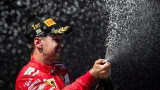 Sao Paulo, 2017. november 12.A futamgyőztes Sebastian Vettel, a Ferrari német versenyzője pezsgővel ünnepel a Forma-1-es autós gyorsasági világbajnokság Brazil Nagydíjának eredményhirdetésén a Sao Pauló-i Interlagos pályán 2017. november 12-én. A 30 éves, négyszeres világbajnok Vettelnek ez az idei ötödik, és pályafutása 47. futamgyőzelme. (MTI/EPA/Fernando Bizerra Jr.)