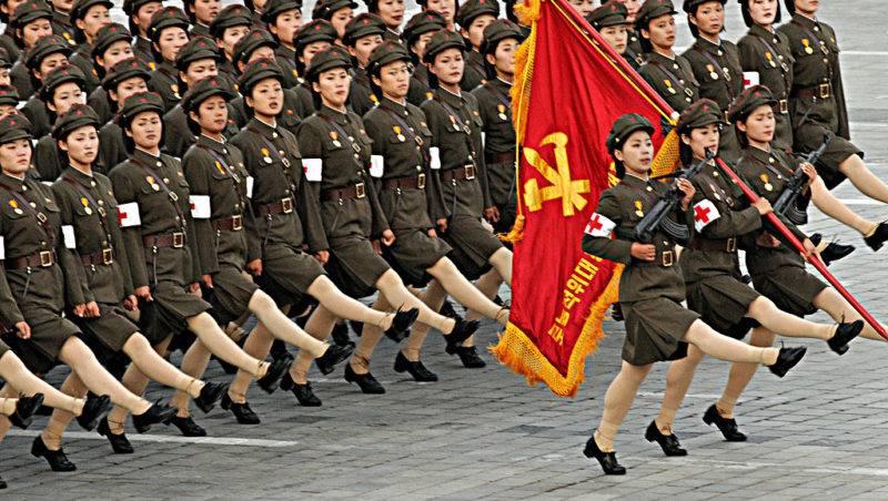 La Coree du Nord vient de celebrer le 9 septembre 2008 le soixantieme anniversaire de sa fondation. De  tres nombreux hommages ont ete rendus au  President KIM IL SUNG. Devotions au palais memorial de Kumsusam ou repose la depouille du defunt;depots de fleurs au pied de l'immense statue du leader ˆ Mangondee; visites de l'exposition florale et admirations des Kimilsungia (orchidee ) et des Kimjonglia ( begonia rouge).Des unites de la Garde Rouge defilerent avec leurs armes sur la place Kim Il Sung , avant la retraite aux flambeaux retracaant en signaux lumineux des slogans politiques.