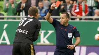 HUNGARY, Budapest: Referee Ferenc Karako shows the red card for Istvan Verpecz of DVSC during Ferencvaros - DVSC Hungarian Cup semi-final football match at Groupama Arena on April 13, 2016 in Budapest. - Laszlo Szirtesi