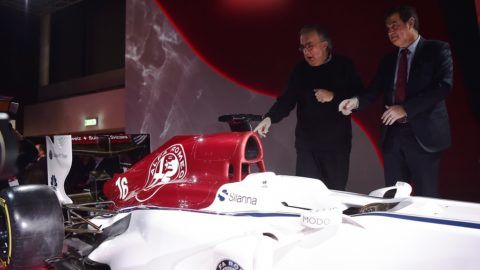 Sauber CEO Pascal Picci (R) and Fiat Chrysler Automobiles CEO Sergio Marchionne (L) unveil the new Alfa Romeo Sauber Formula One Team car on December 2, 2017 at the Alfa Romeo Historical Museum in Arese, near Milan.  Alfa Romeo are returning to Formula One after a 30 year absence as backers of Sauber next year. The Ferrari-powered team will be known as Alfa Romeo Sauber. / AFP PHOTO / Marco BERTORELLO