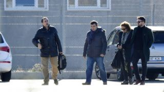 Esquerra Republicana de Catalunya - ERC (Republican Left of Catalonia)'s members of parliament, Gabriel Rufian (R) and Esther Capella (2R) arrive at the Estremera prison, some 80km east of Madrid, on December 4, 2017. Catalonia's sacked vice president Oriol Junqueras and three other separatist leaders will remain in prison pending a probe over their role in the region's independence drive, a judge decided today, just as Catalan elections approach. Six other former ministers who were also remanded in custody last month will be released on bail of 100,000 euros ($120,000) each as an investigation into charges of rebellion, sedition and misuse of public funds continues, the Madrid court said in a statement.   / AFP PHOTO / PIERRE-PHILIPPE MARCOU