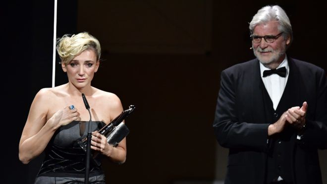Hungarian actress Alexandra Borbely (L) delivers a speech next to Austrian actor Peter Simonischek after receiving the European actress 2017 award during the 30th European Film Awards ceremony in Berlin, on December 9, 2017. / AFP PHOTO / POOL / Tobias SCHWARZ