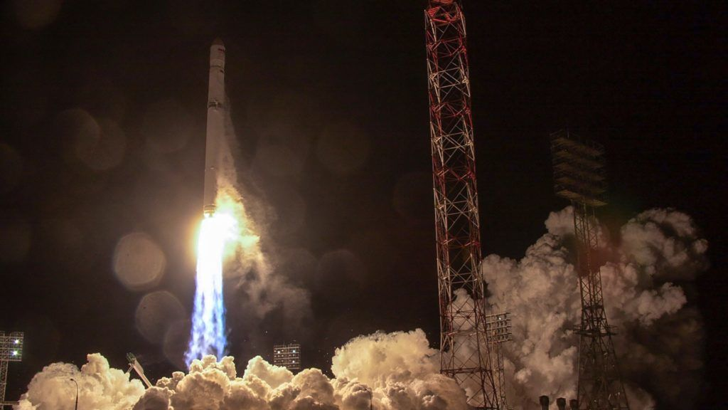 """This handout picture provided by Russia's Roscosmos space agency and taken early on December 27, 2017 shows a Zenit rocket carrying Angosat-1, the first national telecoms satellite for Angola, lifting off from the launch pad at the Russian-leased Baikonur cosmodrome. / AFP PHOTO / Roscosmos space agency / HO / RESTRICTED TO EDITORIAL USE - MANDATORY CREDIT """"AFP PHOTO / Roscosmos space agency / HO"""" - NO MARKETING NO ADVERTISING CAMPAIGNS - DISTRIBUTED AS A SERVICE TO CLIENTS"""