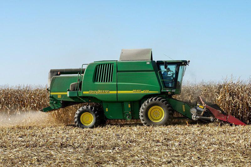Létavértes, 2017. október 17.Mezőgazdasági szolgáltatás és szántóföldi növénytermesztés a profilja a létavértesi Léta 50 Kft-nek, ahol felénél jár a kukorica betakarítása. Az 1350 hektáron gazdálkodó  vállalkozásban négy féle  hibridet termesztettek az idei évben, több mint 600 hektáron, amit piacokon értékesítenek.  MTVA/Bizományosi: Oláh Tibor ***************************Kedves Felhasználó!Ez a fotó nem a Duna Médiaszolgáltató Zrt./MTI által készített és kiadott fényképfelvétel, így harmadik személy által támasztott bárminemű – különösen szerzői jogi, szomszédos jogi és személyiségi jogi – igényért a fotó készítője közvetlenül maga áll helyt, az MTVA felelőssége e körben kizárt.