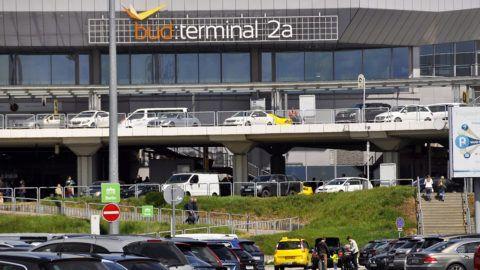 Budapest, 2017. május 10.A Budapest Liszt Ferenc nemzetközi repülőtér, korábbi nevén Budapest Ferihegy nemzetközi repülőtér Budapest nemzetközi repülőtere, Magyarország öt nemzetközi repülőtere közül a legnagyobb és legismertebb. Forgalma meghaladja az évi 10 millió utast.MTVA/Bizományosi: Balaton József ***************************Kedves Felhasználó!Ez a fotó nem a Duna Médiaszolgáltató Zrt./MTI által készített és kiadott fényképfelvétel, így harmadik személy által támasztott bárminemű – különösen szerzői jogi, szomszédos jogi és személyiségi jogi – igényért a fotó készítője közvetlenül maga áll helyt, az MTVA felelőssége e körben kizárt.