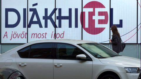 Budapest, 2017. szeptember 27.A Diákhitel bankkölcsön reklámja a főváros II. kerületében a Kacsa utcában, egy irodaház falán.MTVA/Bizományosi: Jászai Csaba ***************************Kedves Felhasználó!Ez a fotó nem a Duna Médiaszolgáltató Zrt./MTI által készített és kiadott fényképfelvétel, így harmadik személy által támasztott bárminemű – különösen szerzői jogi, szomszédos jogi és személyiségi jogi – igényért a fotó készítője közvetlenül maga áll helyt, az MTVA felelőssége e körben kizárt.