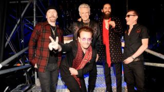 LONDON, ENGLAND - NOVEMBER 12:  The Edge, Bono, Adam Clayton, Jared Leto and Larry Mullen Jr. pose backstage  during the MTV EMAs 2017 held at The SSE Arena, Wembley on November 12, 2017 in London, England.  (Photo by Kevin Mazur/WireImage)