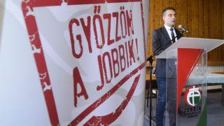 Gyöngyös, 2014. április 5.Vona Gábor, a Jobbik elnöke, miniszterelnök-jelöltje beszédet mond pártja kampányzáró lakossági fórumán a gyöngyösi Mátra Művelődési Központban 2014. április 5-én.MTI Fotó: Komka Péter