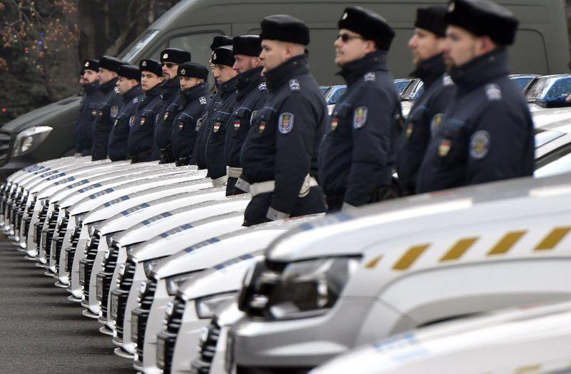 Budapest, 2017. december 21. A rendõrség új szolgálati gépjármûvei sorakoznak a Készenléti Rendõrség budapesti központjában 2017. december 21-én. Több mint 33 milliárd forintból 2600 új szolgálati gépkocsit szerzett be a rendõrség. MTI Fotó: Máthé Zoltán