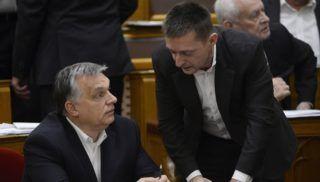 Budapest, 2017. december 12. Orbán Viktor miniszterelnök (b) és Rogán Antal, a Miniszterelnöki Kabinetirodát vezetõ miniszter beszélget az Országgyûlés plenáris ülésén 2017. december 12-én. MTI Fotó: Soós Lajos