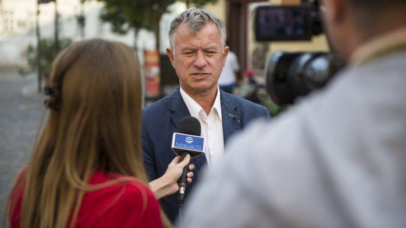 Székesfehérvár, 2016. szeptember 21. Törõ Gábor fideszes országgyûlési képviselõ a Fidesz, az október 2-ai kvótareferendummal kapcsolatban tartott kampányán Székesfehérváron 2016. szeptember 21-én. MTI Fotó: Bodnár Boglárka