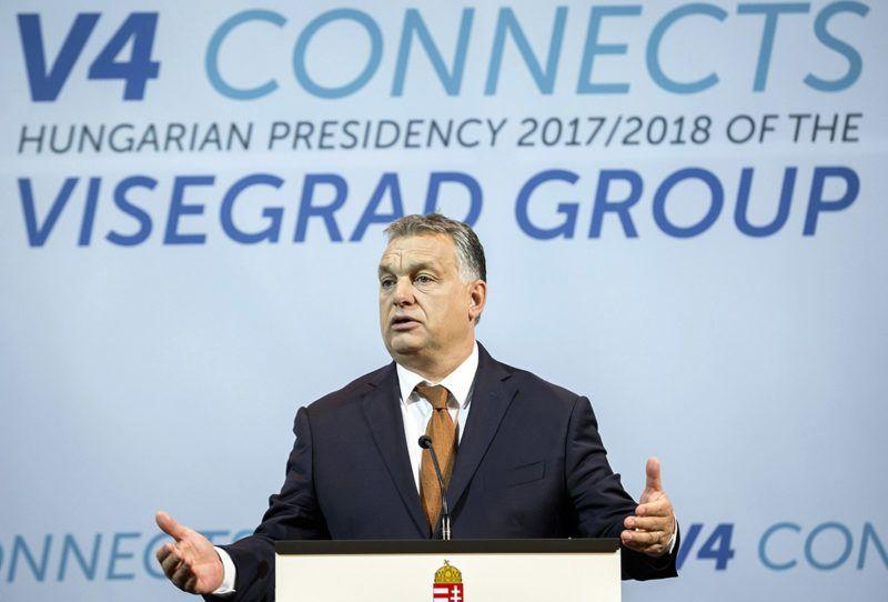 Budapest, 2017. július 19.Orbán Viktor miniszterelnök a visegrádi országok vezetői és Benjámin Netanjahu izraeli kormányfő tanácskozása után tartott sajtótájékoztatón a Pesti Vigadóban 2017. július 19-én.MTI Fotó: Mohai Balázs