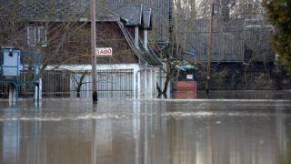 Vásárosnamény, 2017. december 19. Az áradó Tisza vizében álló házak a Szabolcs-Szatmár-Bereg megyei Gergelyiugornyán, az üdülõövezetben 2017. december 19-én. MTI Fotó: Balázs Attila