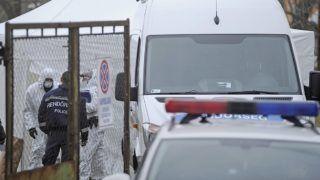 Budapest, 2017. december 12. Rendõrségi helyszínelés Budapesten, a XIII. kerületben, miután holtan találtak egy 43 éves nõt egy Turóc utcai romos épületben 2017. december 12-én. A nõt súlyosan bántalmazták, emiatt halt meg. Halált okozó testi sértés bûntettének gyanúja miatt indítottak nyomozást ismeretlen tettes ellen, egy embert elõállítottak. MTI Fotó: Mihádák Zoltán