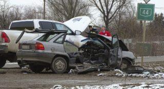 Kunszentmárton, 2017. december 4. Összeroncsolódott személyautó a 44-es út 53-as kilométerénél Kunszentmárton külterületén 2017. december 4-én. A jármû összeütközött egy másik autóval, a balesetben egy ember meghalt. MTI Fotó: Donka Ferenc