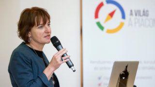 Heal Edina, a Google Magyarország vezetője a Google, a Budapest Bank, a Magyar Posta, a BIG FISH Internet-technológiai Kft, és az espell fordítás és lokalizáció zrt. közös kezdeményezésében megvalósuló exporttámogató programról tartott sajtótájékoztatón a Google budapesti központjában 2016. május 3-án. A magyar kis-, és középvállalkozások (kkv) külföldi piacra jutását segítő program keretében a partnerek nem csak tudással, hanem egyedi ajánlatokkal is segítik az export felé induló vállalkozásokat. MTI Fotó: Mohai Balázs Létrehozás dátuma 2016-05-03